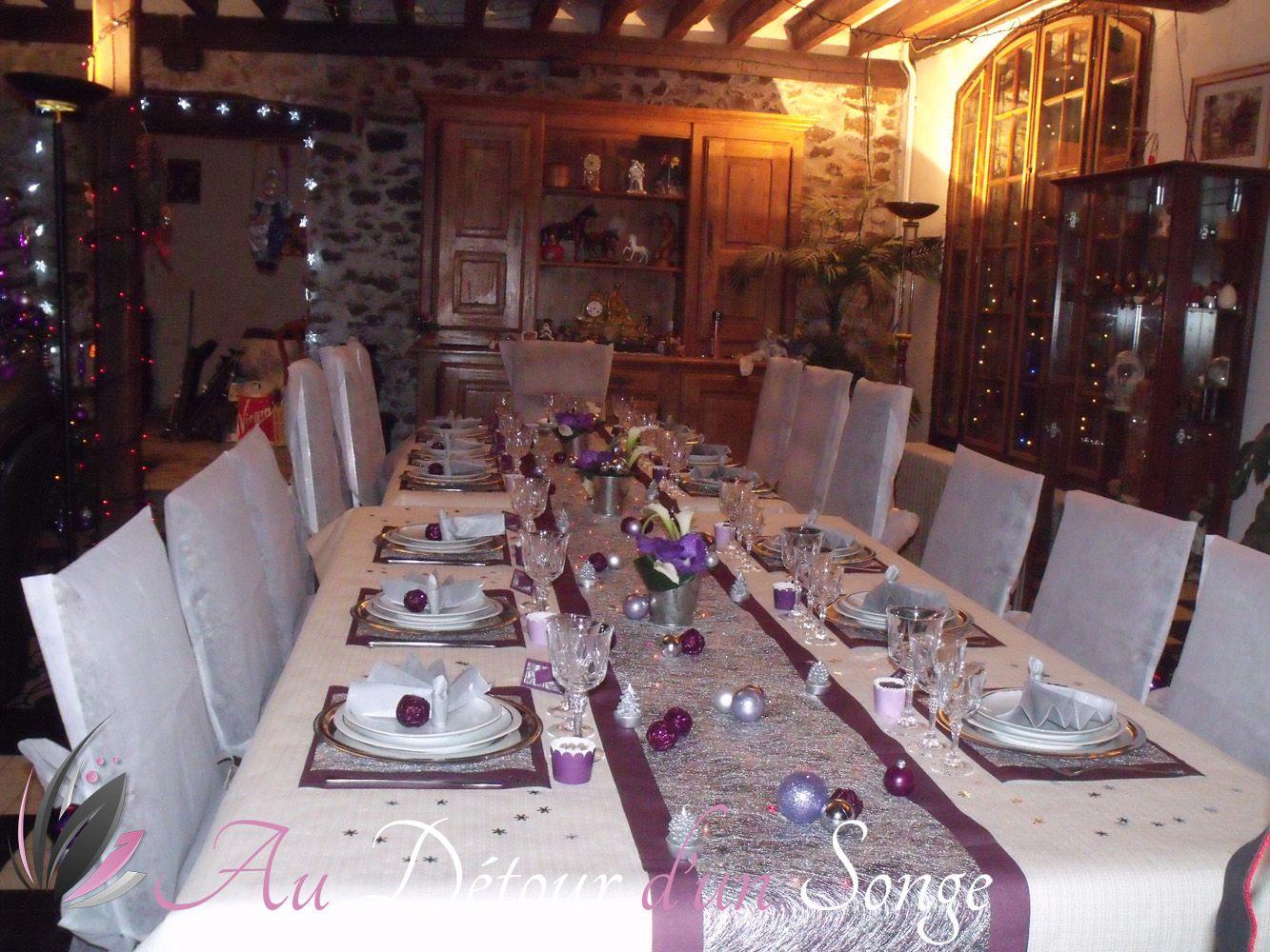 D coration d 39 une table de no l couleurs violet ivoire et - Decoration table de noel couleur argent ...