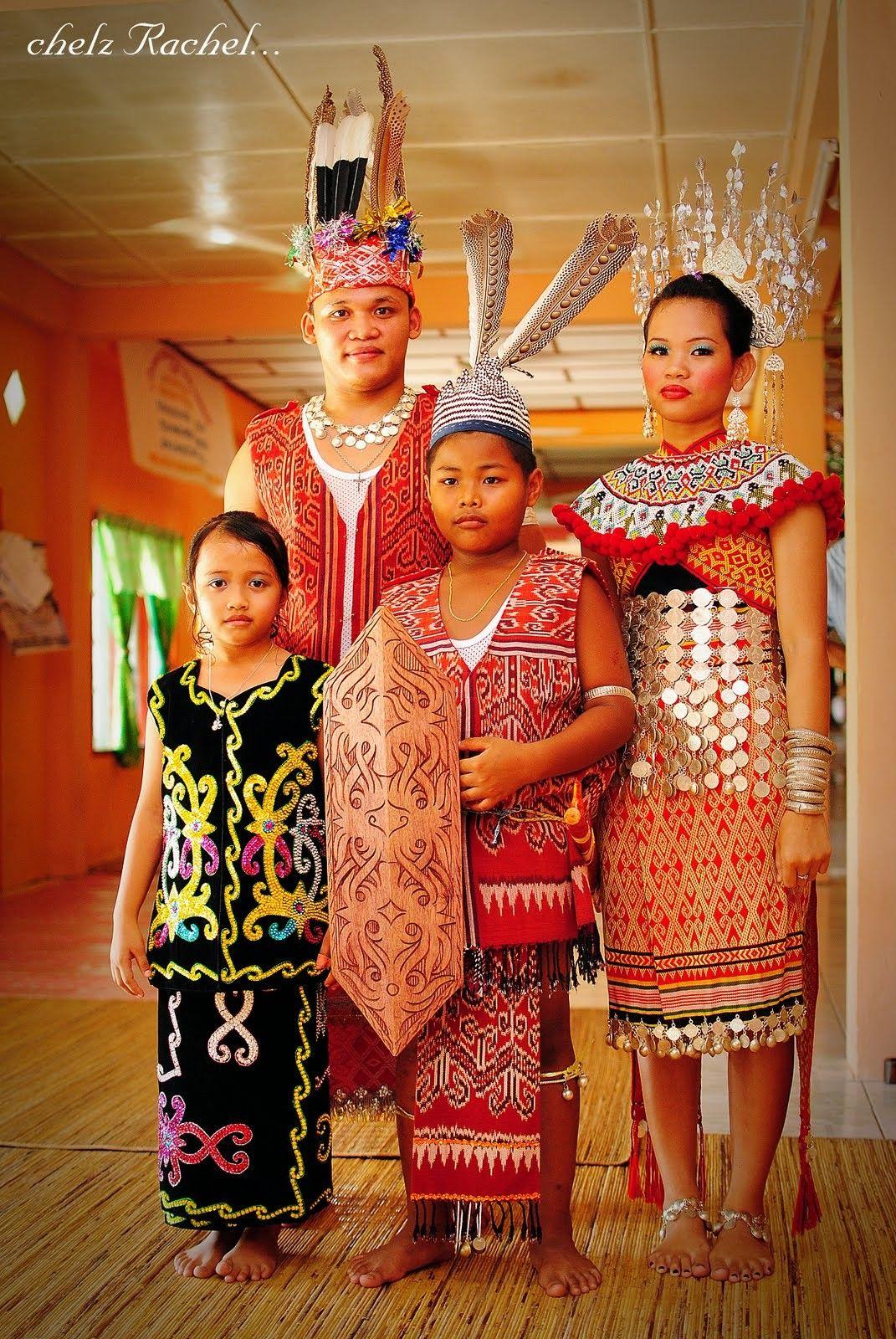 Pakaian Tradisional Kaum Iban Sarawak Malaysia馬來西亞 Traditional Outfits Traditional Fashion Traditional Dresses
