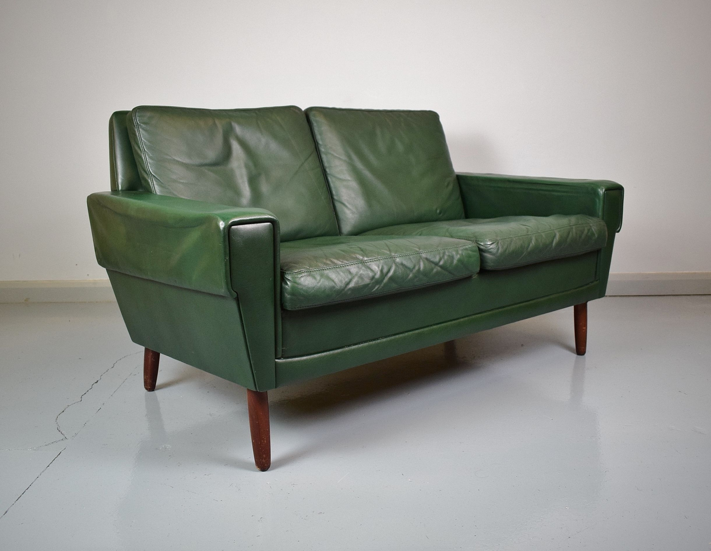 Mid Century Retro Vintage Danish Green Leather 2 Seat Sofa Loveseat