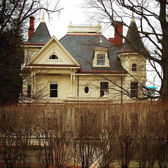 Mansion on Summer Street in Kennebunk, Maine. This one has a fabulous turret. Is it Queen Anne style? 1885 Hartley Lord house. #queenanne #mansion #oldhouse #summerstreet #kennebunk #hartleylord #antiquehouse #architecture #historical #1885