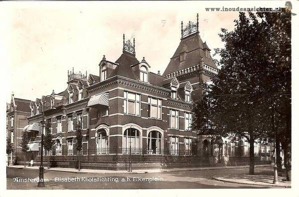 1940. A view of the building of the Elizabeth Knolstichting at the Eikenplein in Amsterdam. The foundation was established in 1886 by Johanna Elisabeth Sophia Otter-Knoll (1818-1900) as a retirement home for unmarried protestant women over 55 years of age. The building was finished and opened in 1912. Currently, the space in the building is rented as office space. Photo Hans de Korte. #amsterdam #1940 #ElizabethKnolstichting #Eikenplein