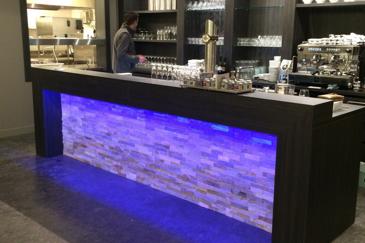 projecten mh interieurdesign bar restaurant wellness center de bronsbergen met led verlichting en stone pannels