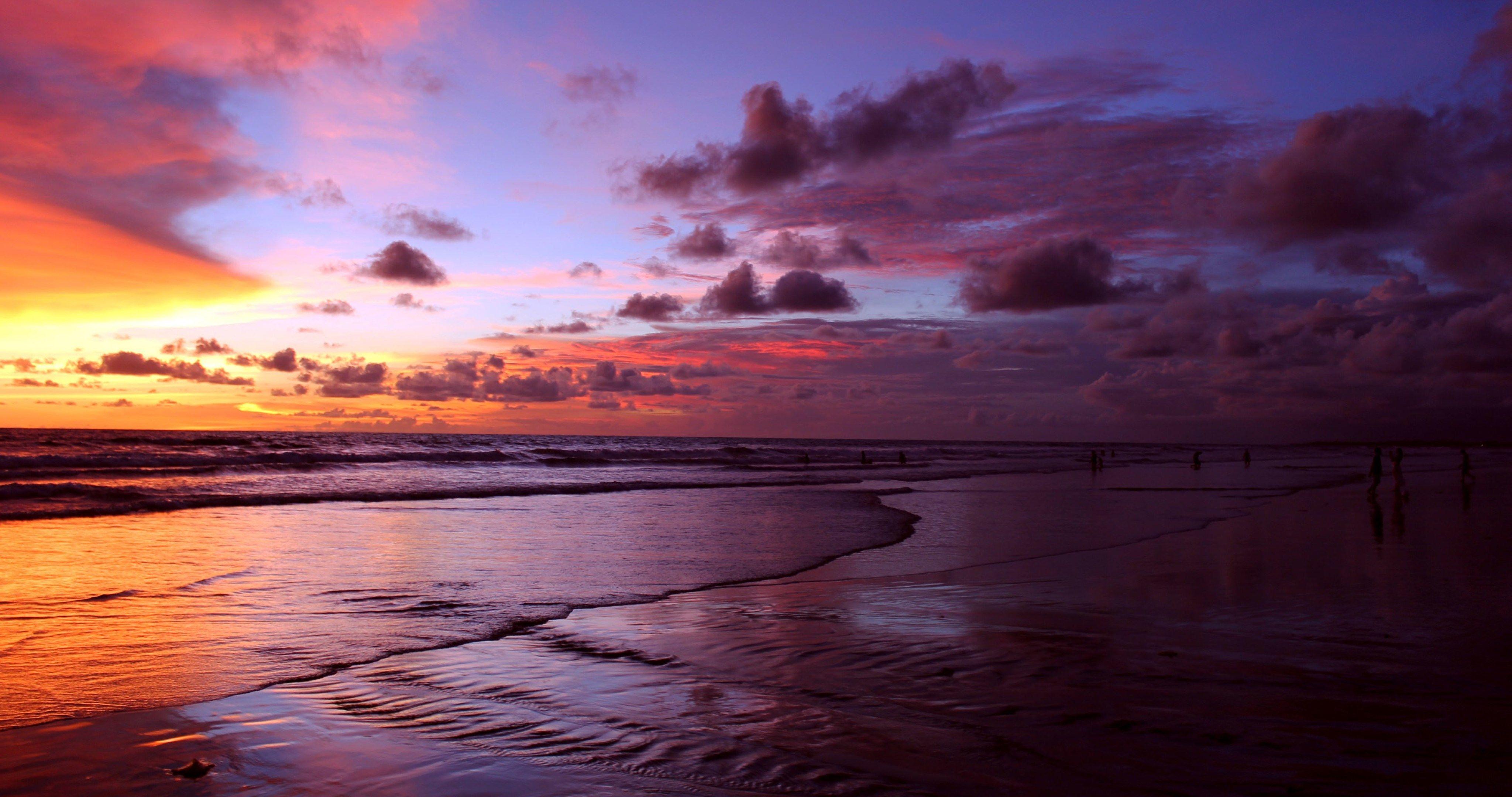 People Watch Sunset On Sea 4k Ultra Hd Wallpaper Sunset Sea Sunset Bali Sunset