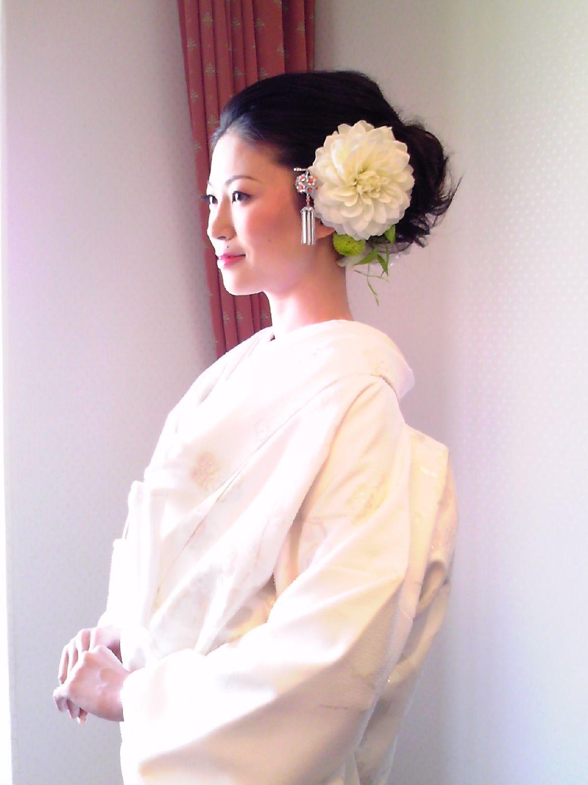 白無垢 洋髪スタイル 結婚式 白無垢 白無垢 髪型 花嫁