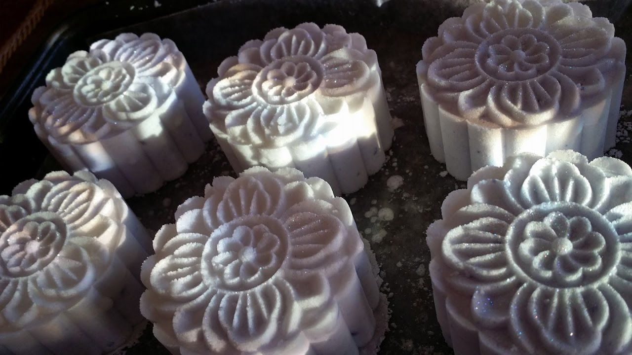 How to Make Bath Bombs Using the Moon Cake Press Cupcake