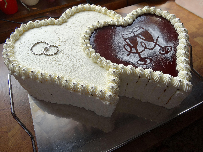 Raffaello Erdbeer Doppelherz Torten Pinterest Wedding Und Ideas