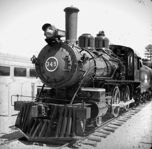 Black And White Shot Of The Central Of Georgia 4-4-0