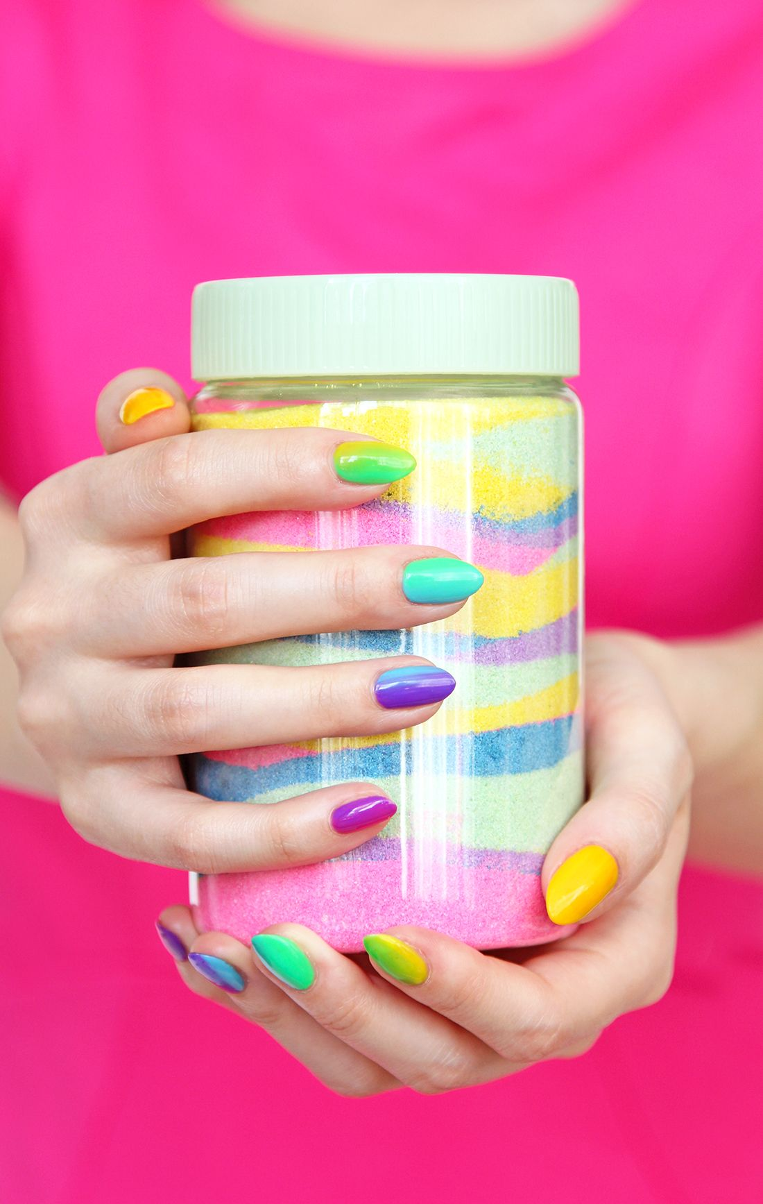 Get Ready for St. Patrick\'s Day With This Rainbow Ombre Nail Art ...