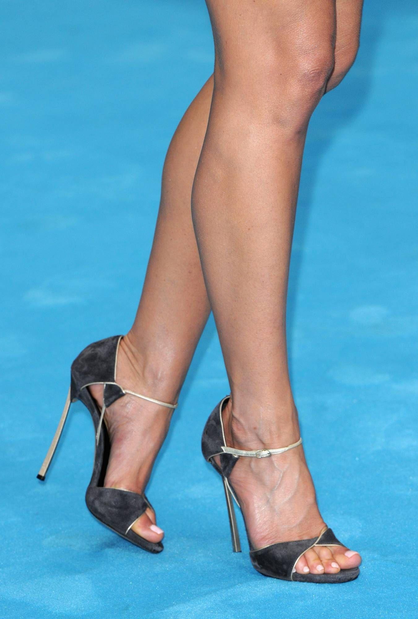 927171dc8576 Jennifer Aniston  Wikitoes  Sexy Sandals