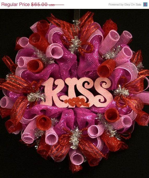 ON+SALE+Valentines+Day+Kiss+Wreaths++Hot+Pink+by+wreathsbyrobin