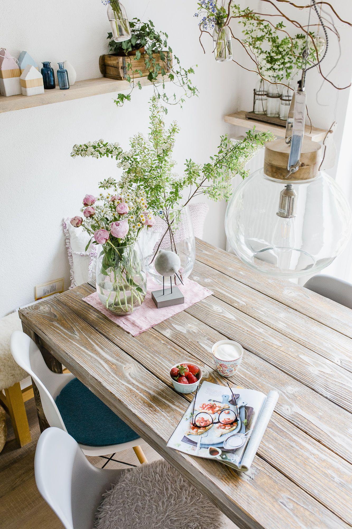 Blumen arrangieren im Landhausstil #landhausstildekoration