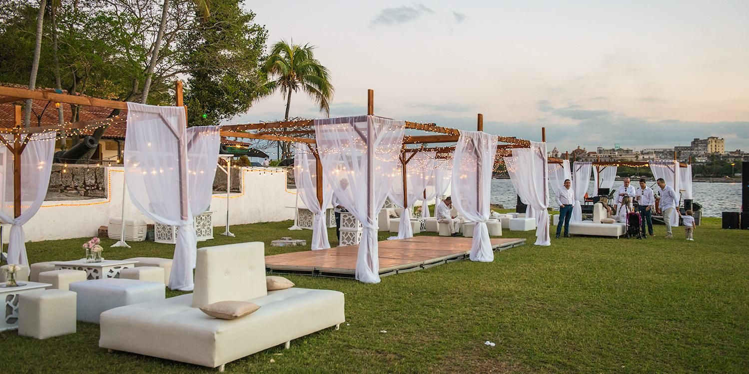 Garden wedding. Lounge furniture for wedding receptions. Cuban ...