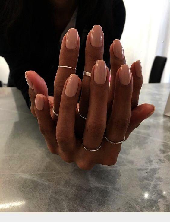 rosa Nägel  Caftan Ringe und rosa Nägel  Caftan und rosa Nägel  Caftan Ringe und rosa Nägel  Caftan