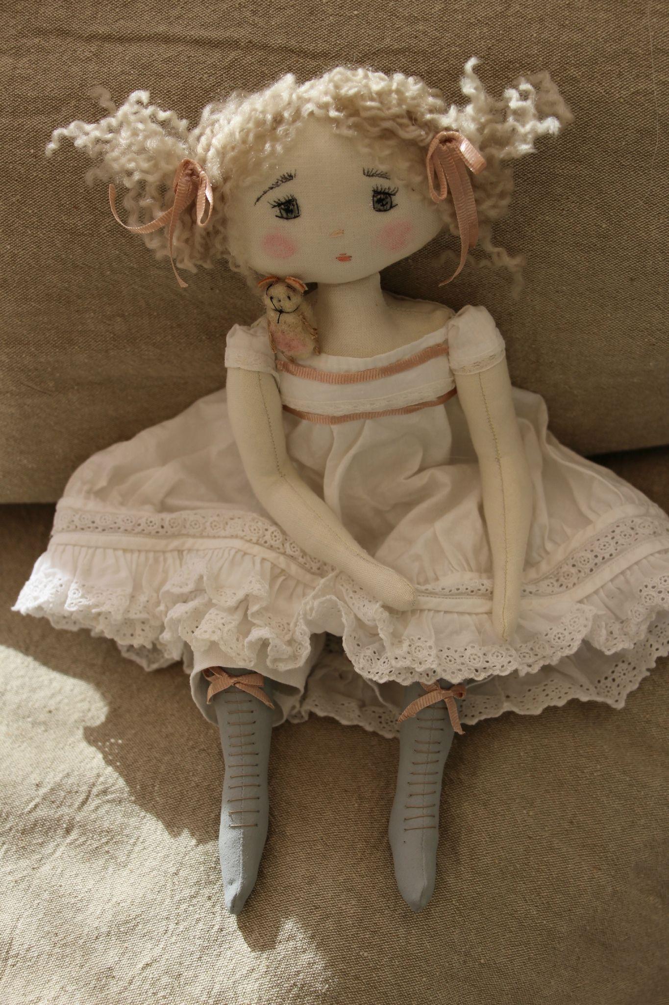 Petite poupées effrayante .