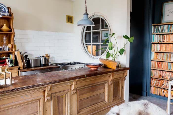Koti Ruotsissa - A Home in Sweden        Tämä kahdessa kerroksessa sijaitseva ja myynnissä koti on sisustettu uutta ja vanhaa yhdistellen. ...