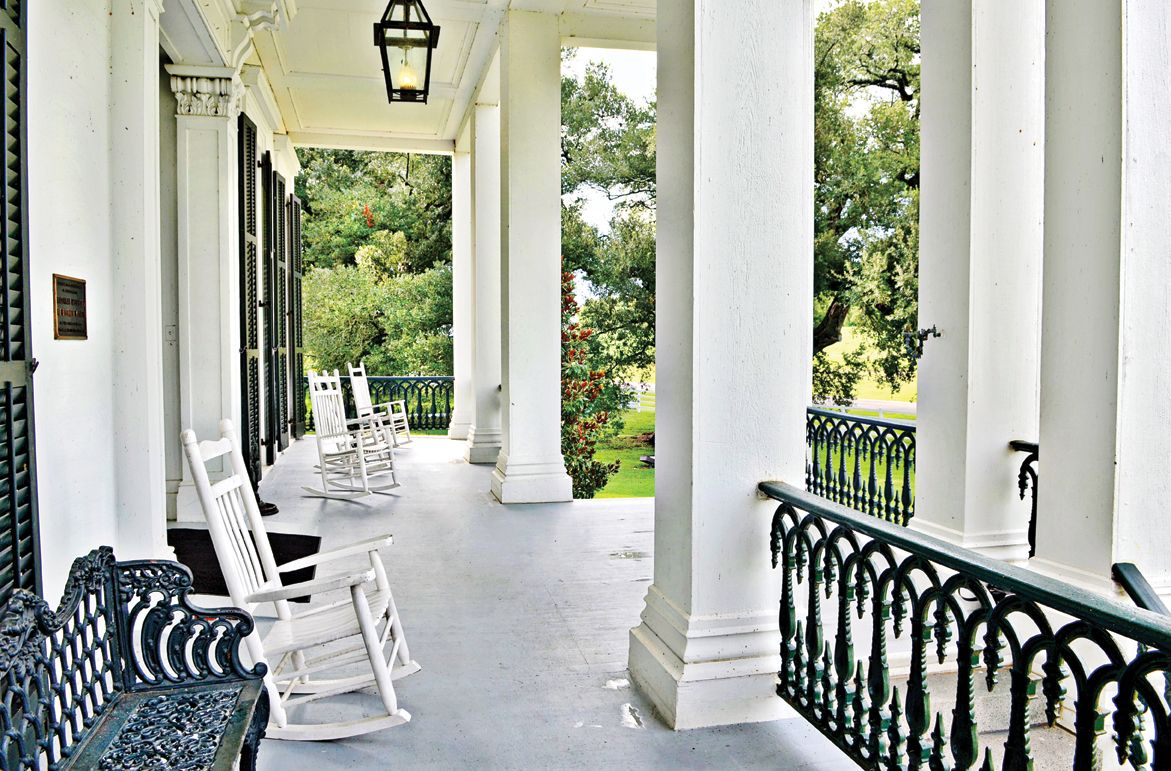 Classic southern front porch nottoway plantation below for Southern front porches