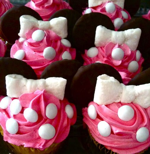 Minnie Mouse cupcakes ~ to make bows: cut fondant into strips and fold them in to the middle. (squish the middle to make the look more bow-like) Cut a small piece of fondant and wrap around the middle. (wet the ends of the small piece just a little so it would stick together and then  refridgerate so they firm up a bit)