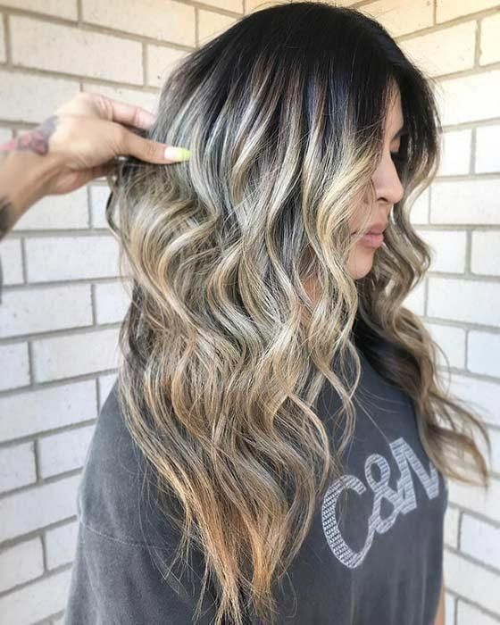 21 Chic Examples of Black Hair with Blonde Highlights #platinumblondehighlights