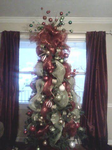 Decoracion de arbol de navidad con la malla en vertical e - Decoracion de arboles de navidad ...