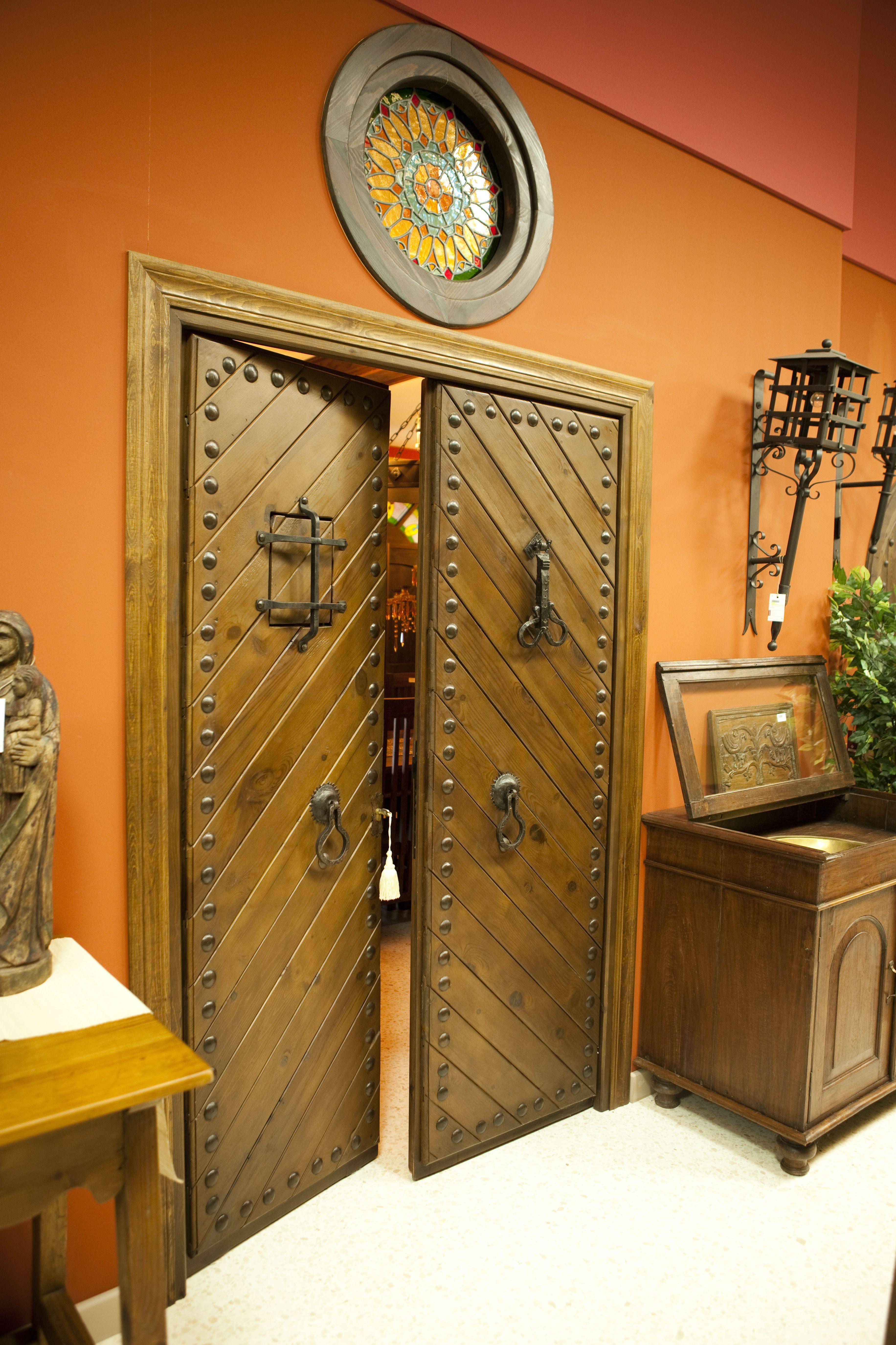 Puerta r stica de dos hojas con duelas en forma de espiga - Puertas de dos hojas ...