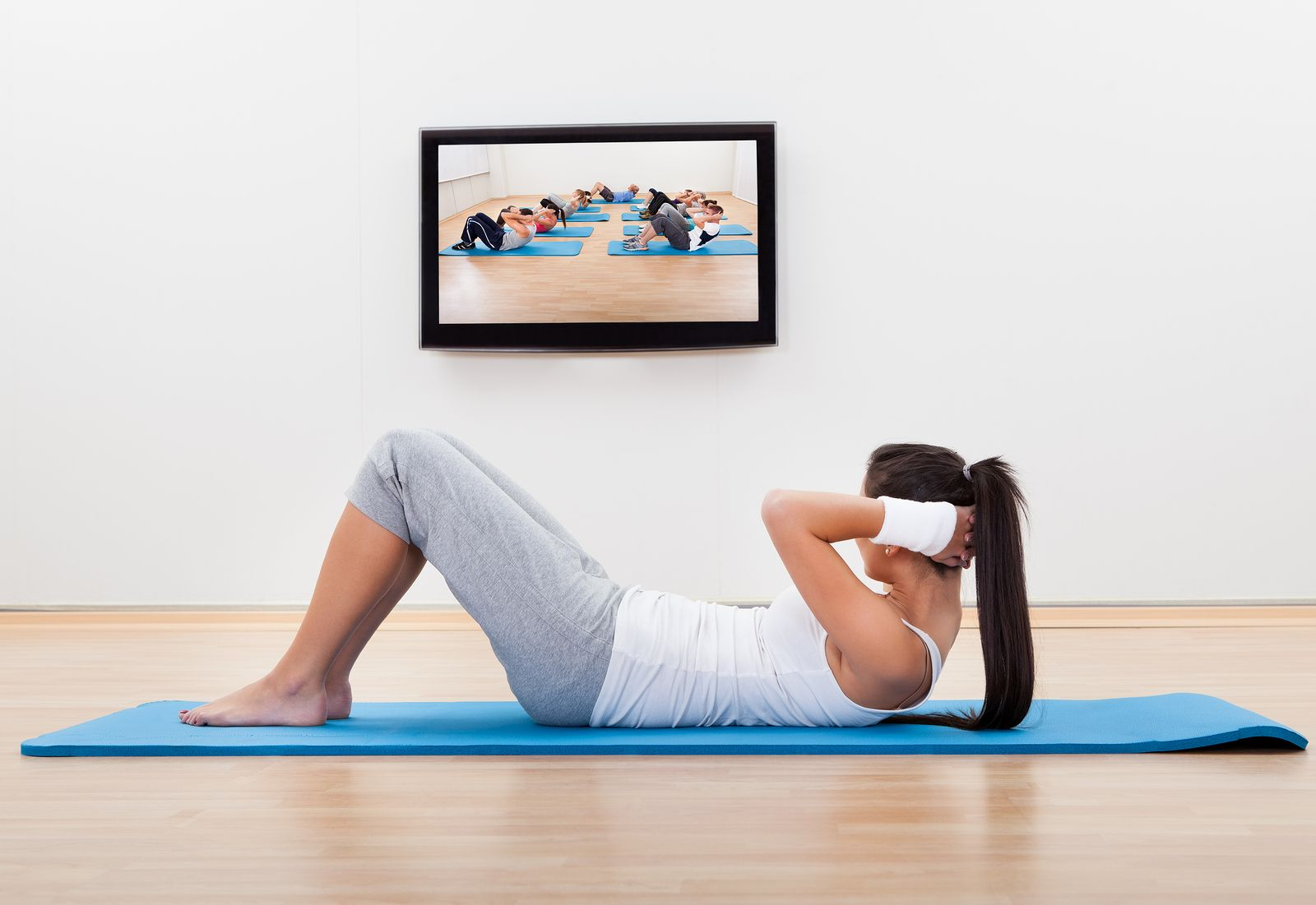 Athletic Barefoot Young Woman Working Out At Home Lying On A Mat Doing Liftups And Head Raises While Watchin Umbilical Hernia Hernia Exercises Abdominal Hernia