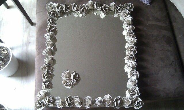 Rosenspiegel - Rosen sind aus Eierkartons hergestellt