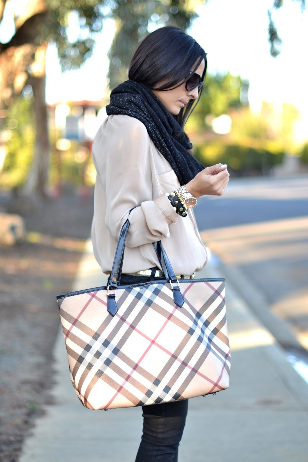68092199f00 A classic purse for all occasions.  Burberry tote. Love This ...