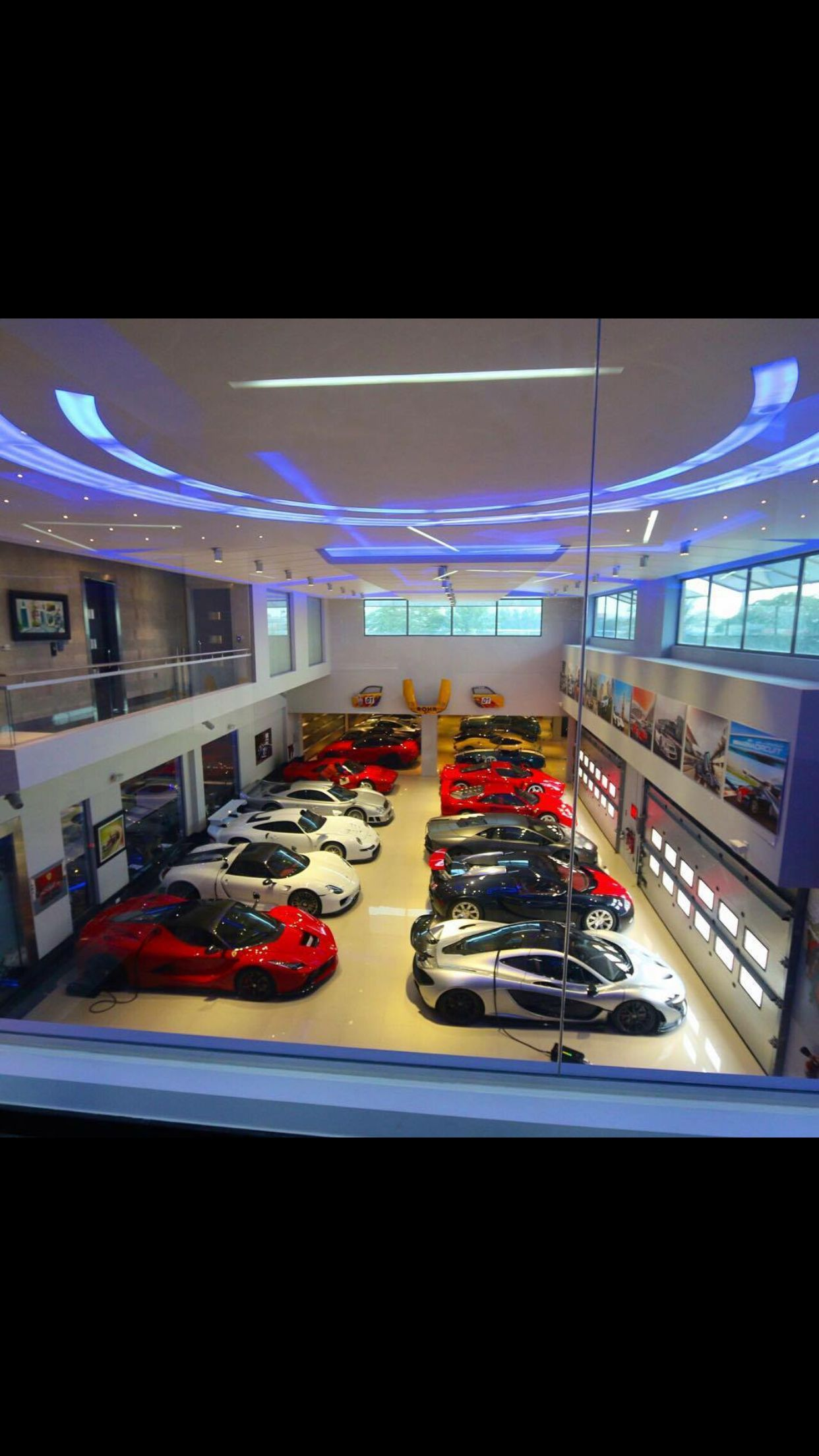 Epingle Par Vie De Reve Sur Villas De Reves Luxury Garage Garage