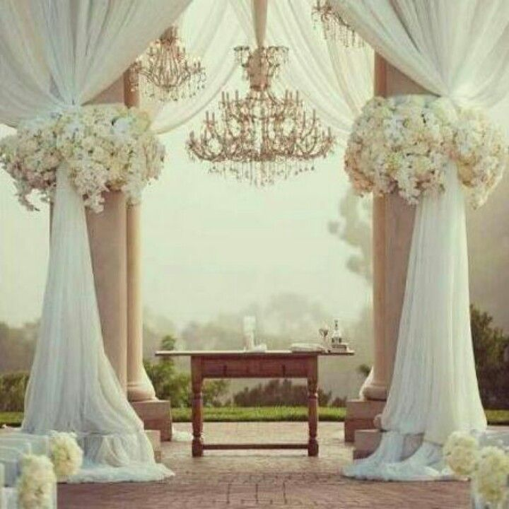 Wedding Altar Columns: Gorgeous White On White Decor