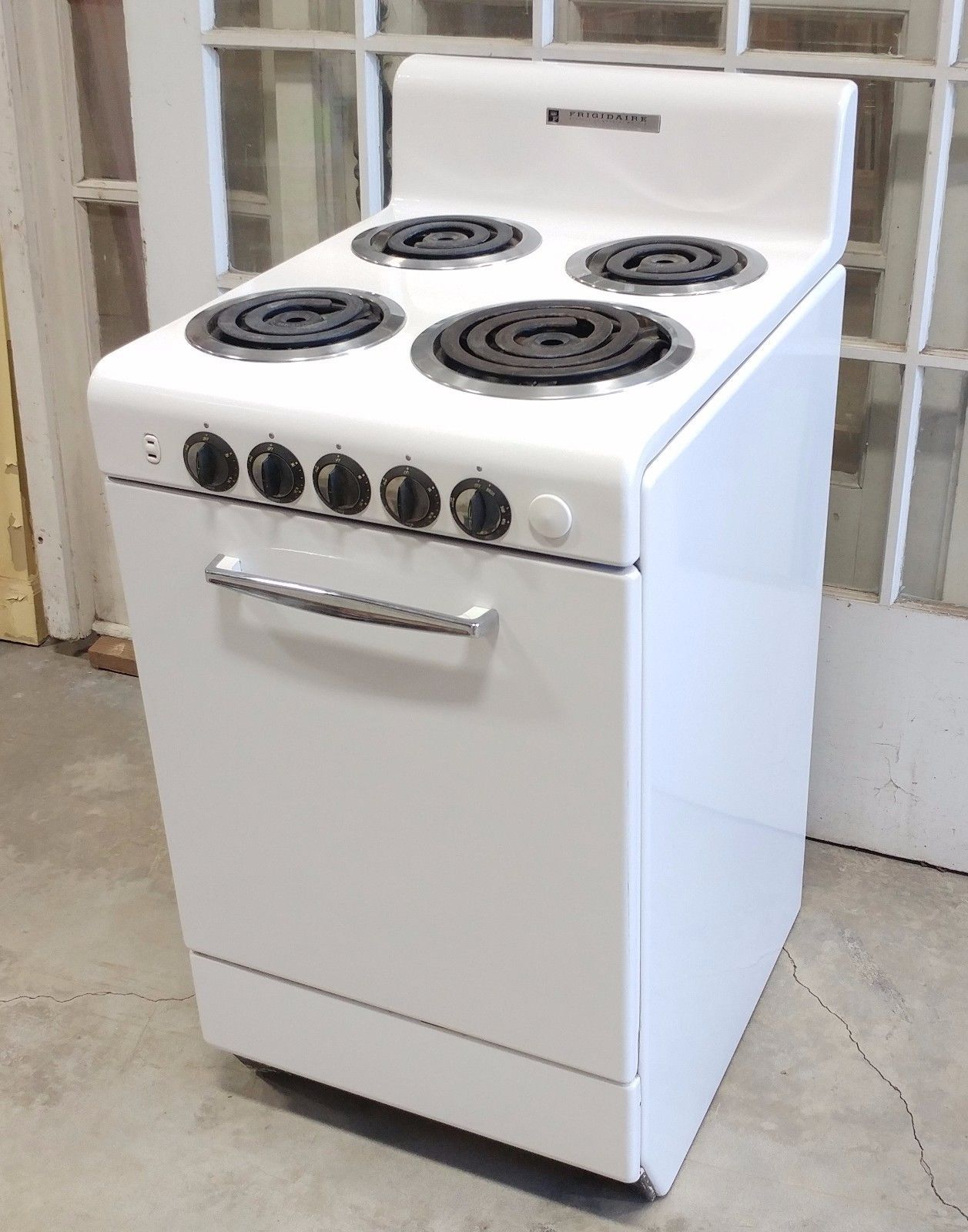 us  399 00 used in collectibles kitchen  u0026 home large appliances vintage frigidaire electric stove oven range broiler   complete      rh   pinterest com