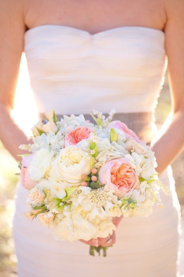 roses and hydrangea bouquet