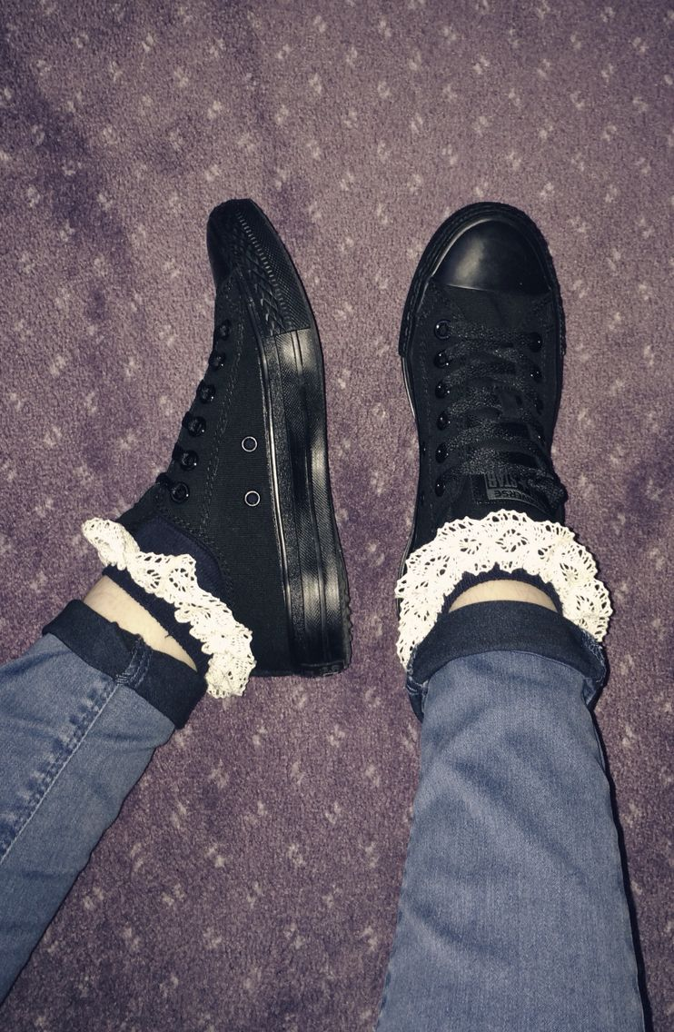 How to frilly wear socks with vans