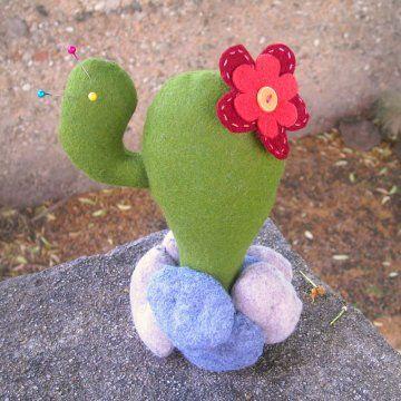 Un Cactus Tout En Feutrine Felt Pinterest Felt Felt Crafts