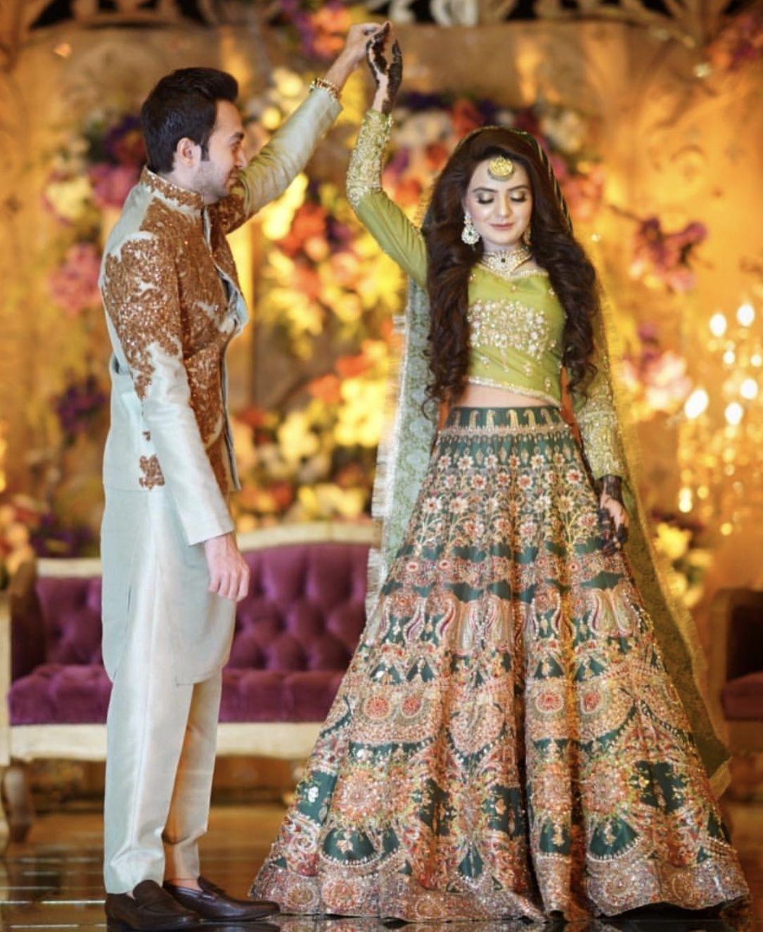Mehndi Desi Wedding Dresses Pakistani Bridal Dresses Pakistani Wedding Dresses In 2020 Pakistani Bridal Dresses Bridal Mehndi Dresses Pakistani Wedding Outfits