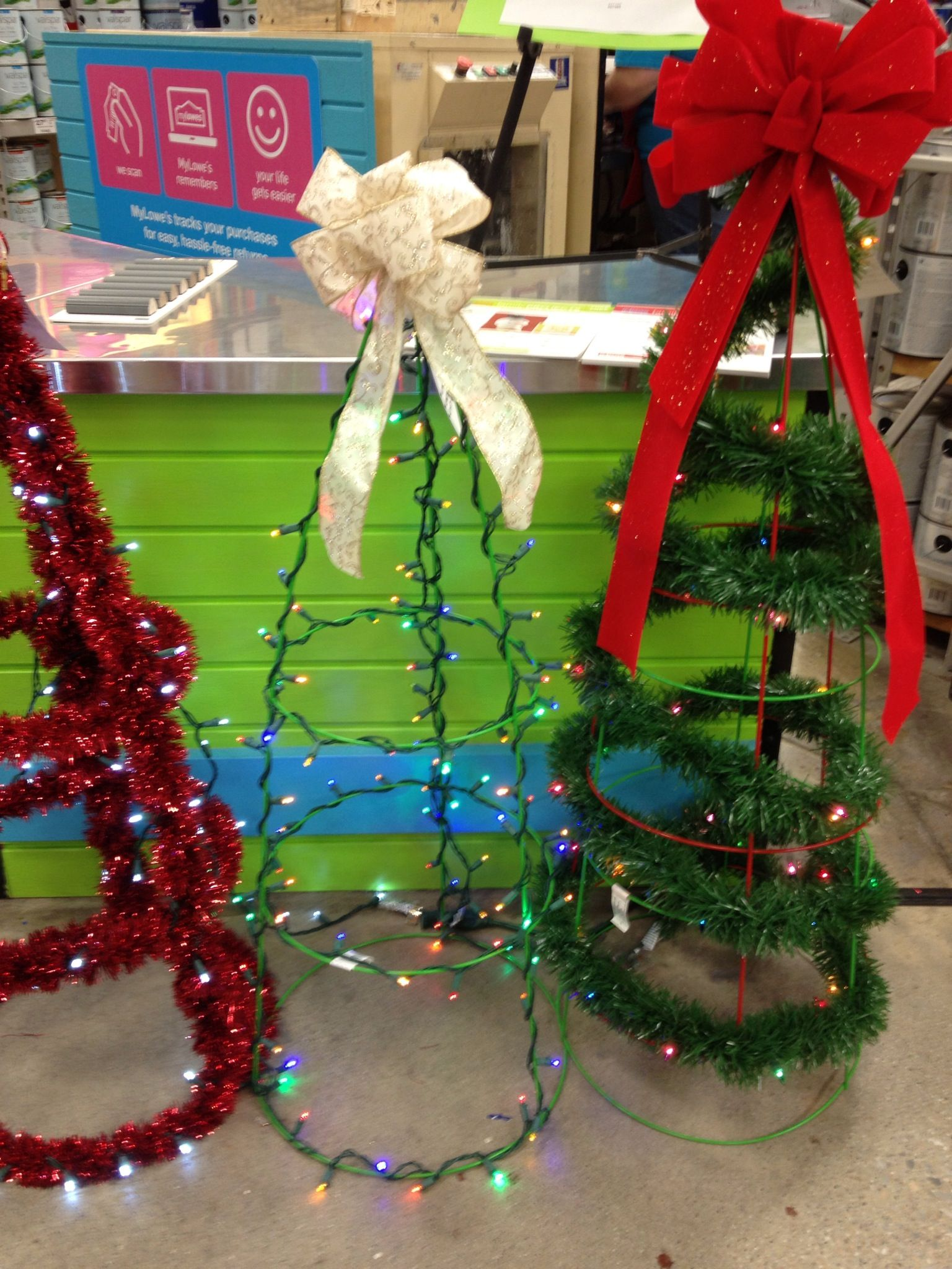 How To Make A Tomato Cage Christmas Tree From Lowes