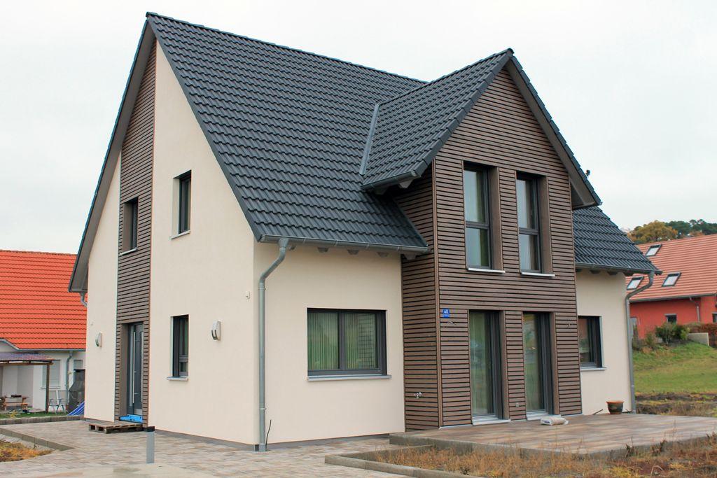 Einfamilienhaus satteldach zwerchgiebel  Kunststoffpaneel anthrazit Standard Oberfläche | maybe - similar ...