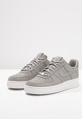 new concept 76423 7ffc8 Tendance Chausseurs Femme 2017 Nike Sportswear AIR FORCE 1 07 PREMIUM  Sneaker low medium grey offwhite Zalando.de
