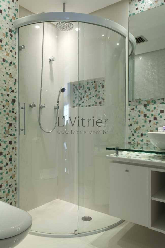 Box com vidro curvo abre mais espaço no banheiro pequeno  Projeto Banheiro  -> Box Para Banheiro Muito Pequeno
