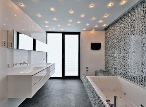 Moderne badkamer met sterrenhemel van spotjes | #acerforeducation ...