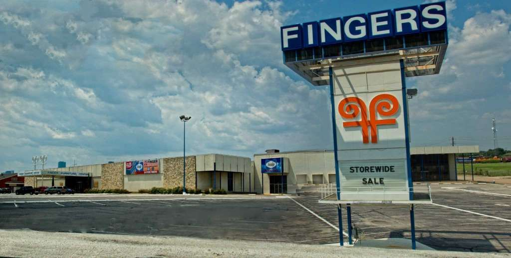 The Old Finger Furniture Property At 4001 Gulf Freeway Photo Courtesy Owner Photographer Jean Megahan Photography
