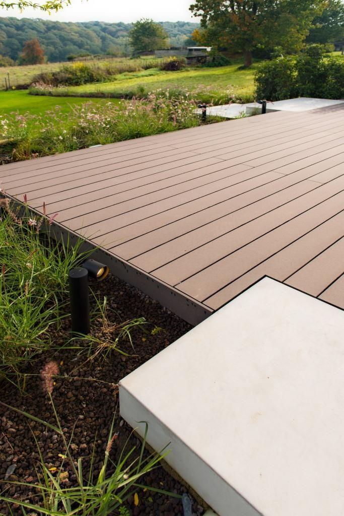 Terrasse en bois composite \ et marche en béton Projet Galerie