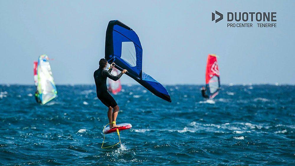 Le Concept Wingfoil Ou Wingsurf Debarque Sur La Planete Glisse Extreme Sports Sailing Boat