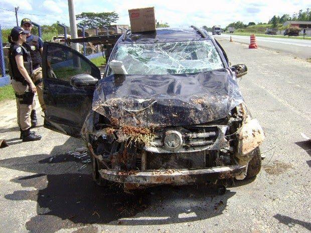 Carro é 'lavado' com lança-perfume após acidente que matou motorista