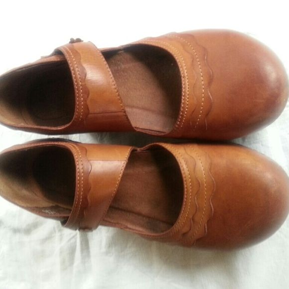 Dansko size 40 in great Dansko size 40 in great condition.  Fairly used. Dansko Shoes Mules & Clogs