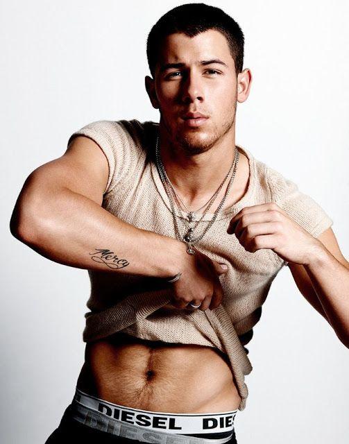 Open Closet Video La Candente Escena Gay De Nick Jonas