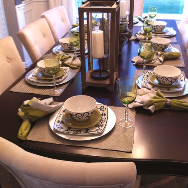 Casual dinner place setting tablescapes table settings for Casual dining table centerpiece ideas