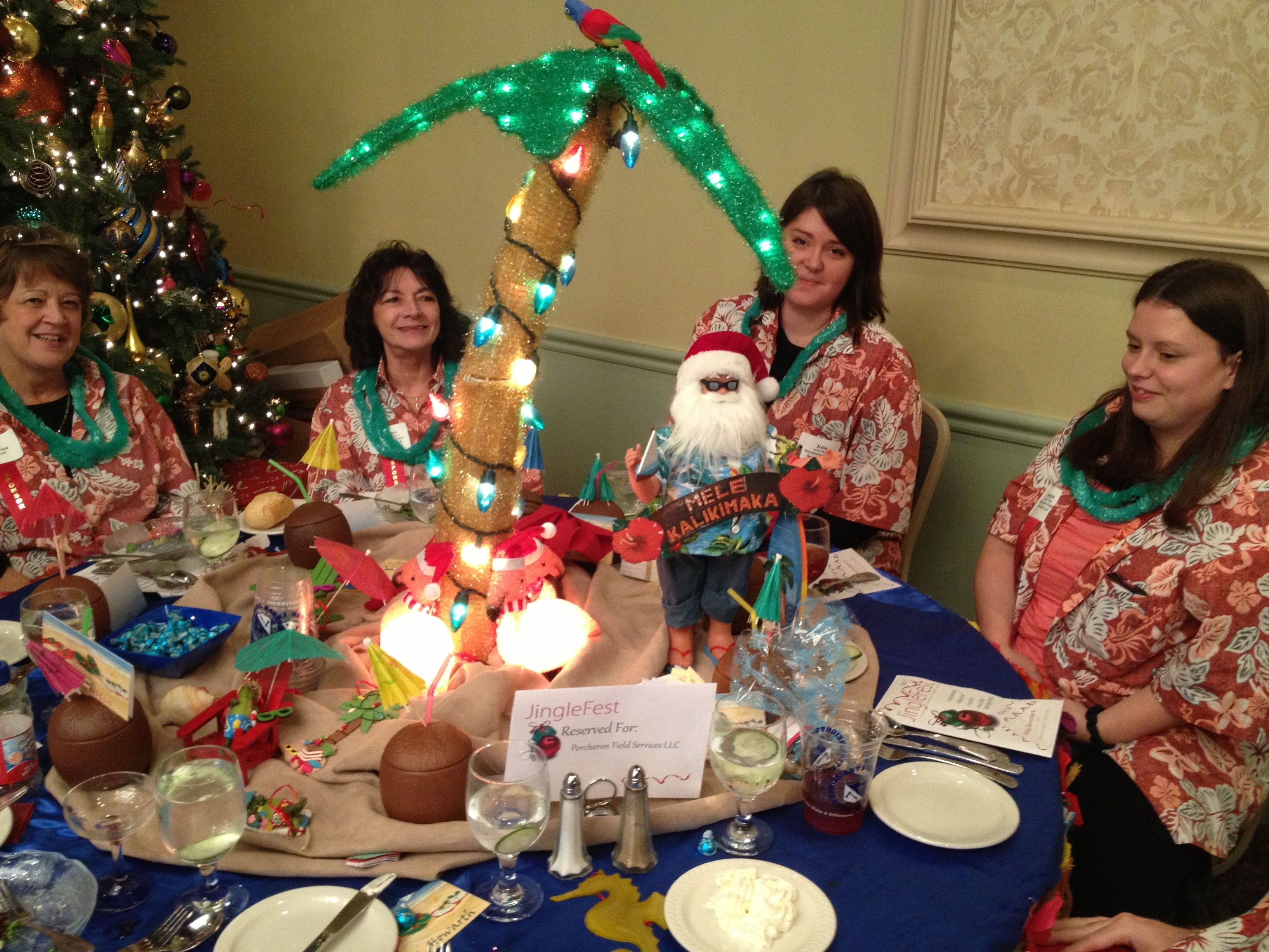 Table decorating fun... a Hawaiian holiday theme!