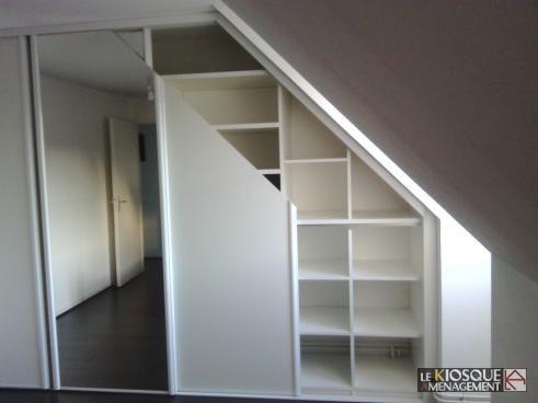 agencements sous pente avec portes coulissantes biseautees chambre