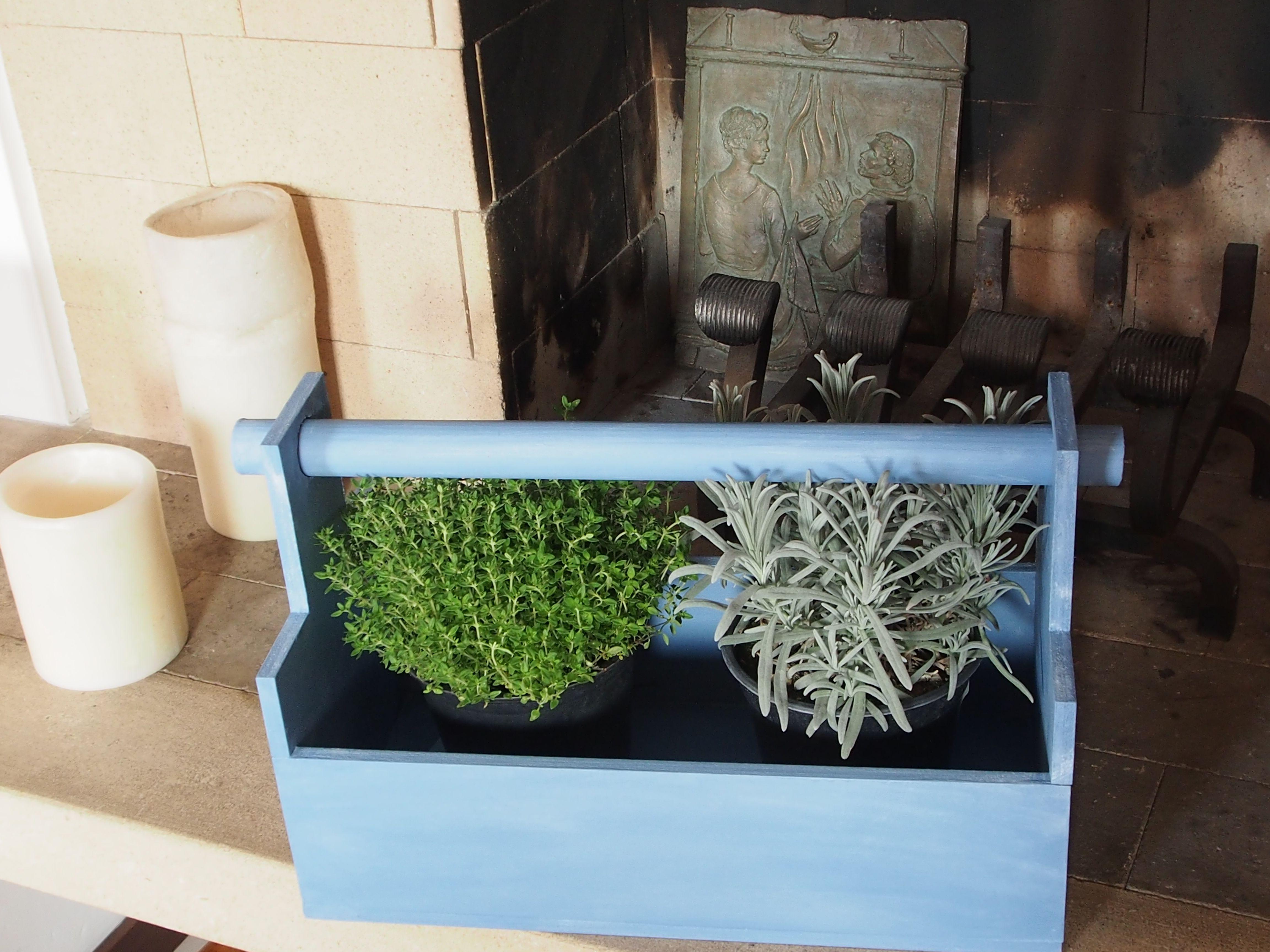 cassetta in legno porta oggetti o porta fiori