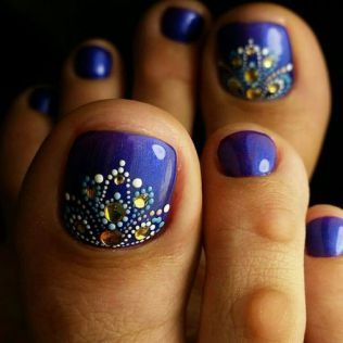25 example of toe nail designs for summer pedicures